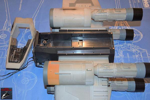 DeAgostini Bau deinen X-Wing Ausgabe 77 Die obere Halterung des Rumpfes wird befestigt.