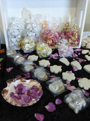 Rosenblütenblätter - natur oder handmodelliert