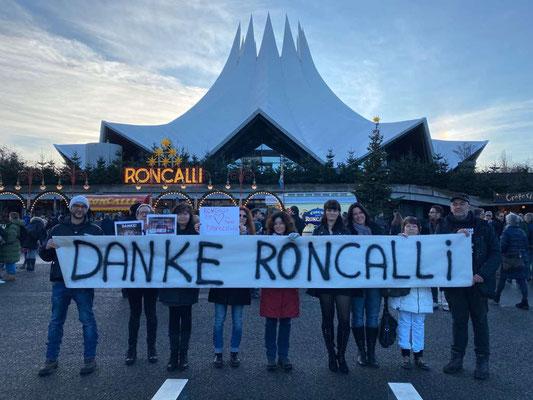 """Tierschützerinnen und Tierschützer sagen """"Danke Roncalli - für einen Zirkus ohne Tierleid!"""""""