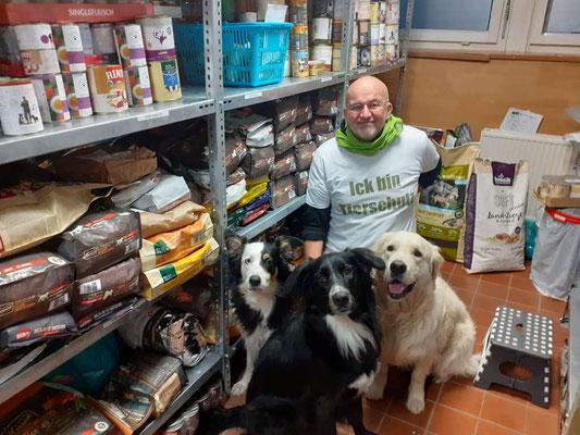 Übergabe der Futterspende an die Berliner Tiertafel