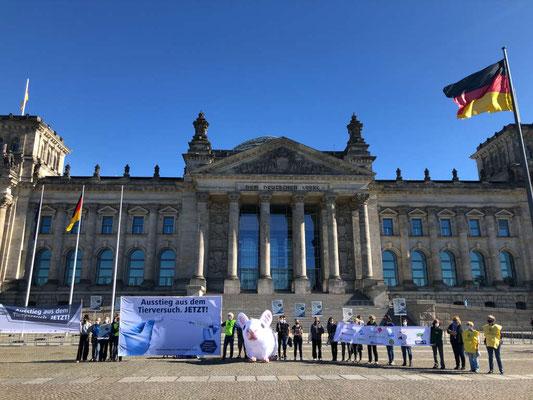 Demo gegen Tierversuche zum Welttierschutztag 2020