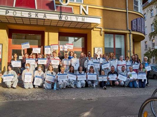 Demo gegen die Forschung mit Nachtigallen an der FU Berlin