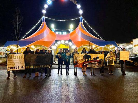 Demo vor dem Williams Weihnachtscircus 2019 - Zirkus ja, aber ohne Tiere!