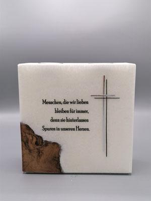 Gedenkkerze mit Teelichtern und Holzeinsatz, Preis: EUR 100,--