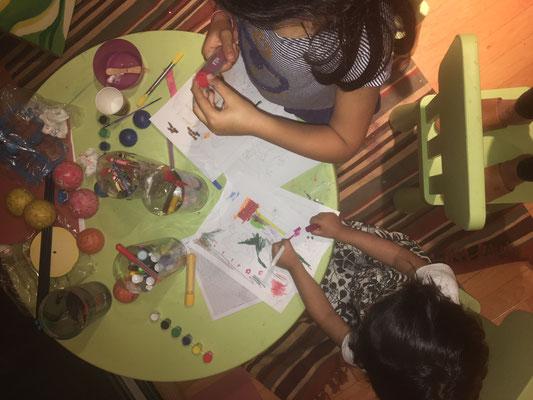 لیلیا (چهار ساله) و سوفی (سه ساله)
