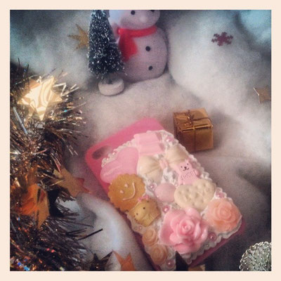 C'est Noël et sous les sapins il y a de belles surprises ...