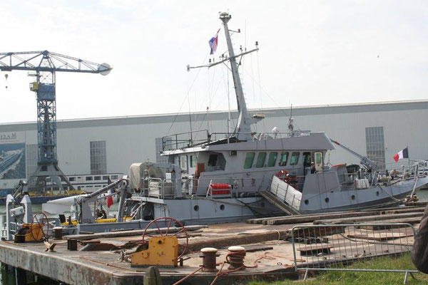 Bâteau de la marine française présent sur place
