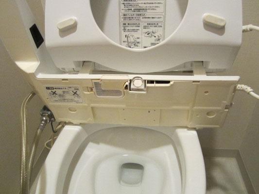 ウォシュレットの裏側の清掃 尿石除菌洗浄 トイレクリーニング