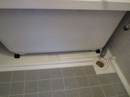 浴槽下エプロン内洗浄