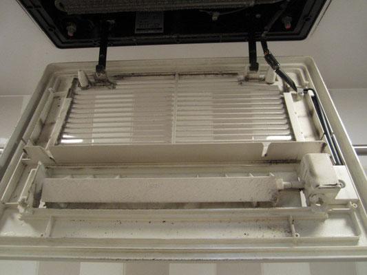 浴室内乾燥機付き換気扇クリーニング 洗浄前