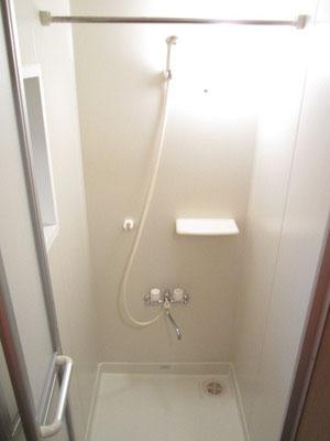 シャワールームクリーニング
