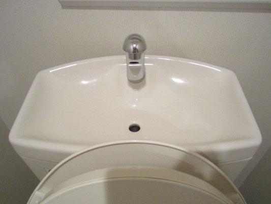 トイレのタンクの水栓清掃 カルキ汚れ除去洗浄 トイレクリーニング