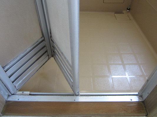 バスルーム(浴室)クリーニング【折り戸】