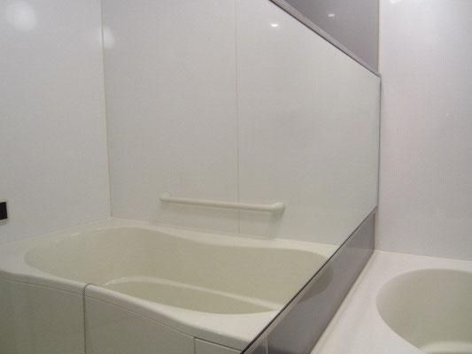 バスルームクリーニング 鏡水垢除去