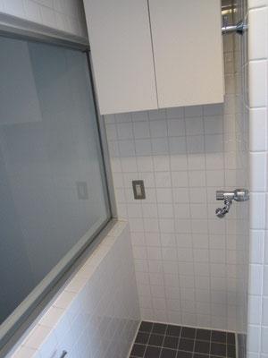 バスルーム(浴室)内の洗濯機置き場の洗浄