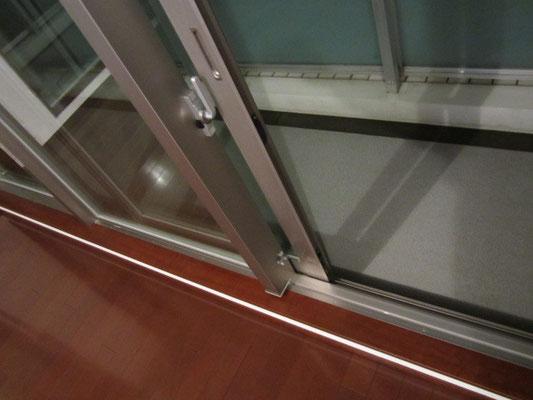 ガラスサッシ清掃 手垢除去洗浄 ガラスサッシ・網戸クリーニング