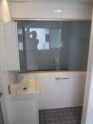 バスルーム(浴室)内の洗面台の洗浄