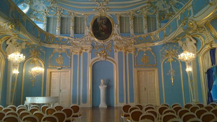"""Schloss und Hof dominierten damals das Städtchen. Der """"Blaue Saal"""" ist so erst später unter Christian Günther I. entstanden."""