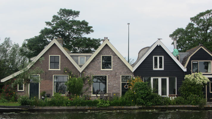 verträumte Häuser am Kanal