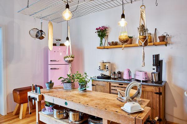 Mädchenküche: Hausgeräte in Cadillac Pink.