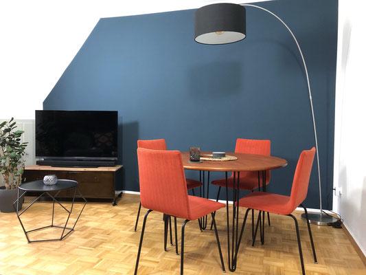 Auch im Wohn- Esszimmer verbindet Justin gekonnt Vintage mit Moderne.
