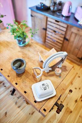 Die Brotschneidemaschine ist ein Flohmarktfund aus Dänemark.
