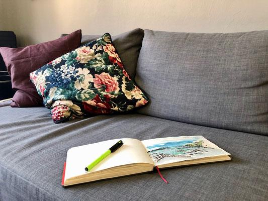 Hier geht Susanne ihrer Leidenschaft der Malerei nach. Ihr Skizzenbuch begleitet sie auf allen Reisen.