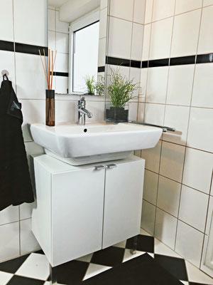 Volltreffer - Das Bad mit großem Tageslichtfenster.