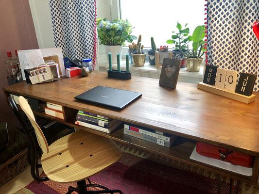 Auch im Wohnzimmer - der DIY Schreibtisch.