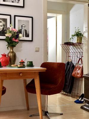 Tisch und Stühle stammen aus dem Vintagestore