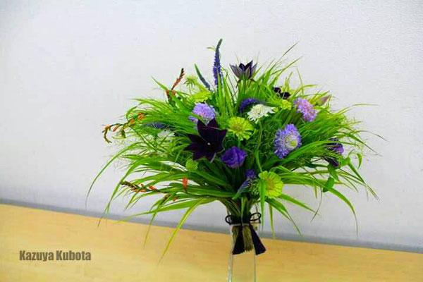 風を知る草(風知草)。そんな素敵な名前の植物で扇の花束を組んだら、優しい風が吹いてきた
