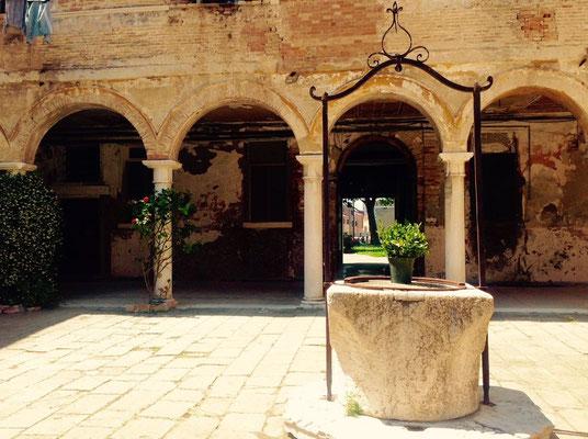 Chiostro di San Pietro di Castello ©Anca Spulber