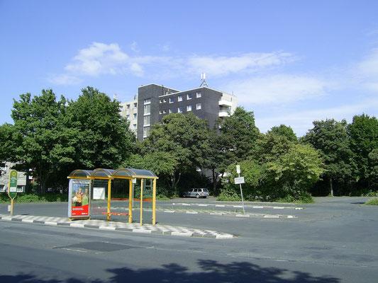 Wohntrakt des Mahatma Gandhi-Hauses, Blick von der Theodor-Heuss-Straße