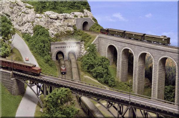 Ein letzter Schnappschuss von den beiden Brückenbauwerken. Ein selbstgebautes Viadukt ist immer ein Unikat und man kann sich zu 100% sicher sein auf keiner anderen Anlage ein identisches Modell zu finden.