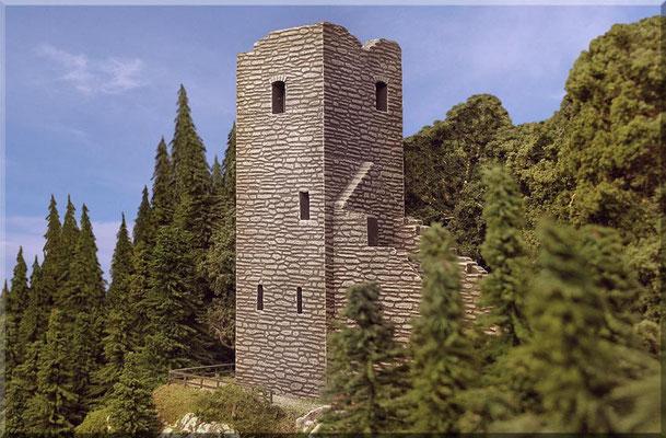 """Wie bereits erwähnt handelt es sich hier um einen Umbau aus Teilen der großen Pola-Burg, die in der Galerie (""""Großer Burgberg"""") zu  sehen ist. Leider sind viele ähnliche Bausätze anderer Hersteller - arg """"verniedlicht"""" und nicht annähernd maßstäblich!"""