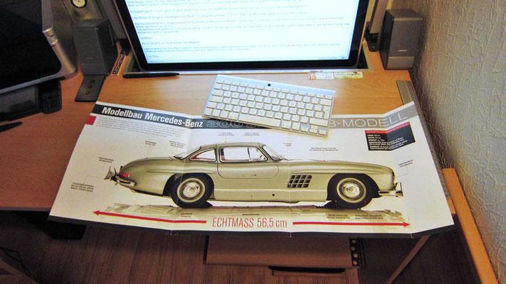 So fing es 2015 an. Das Faltblatt mit der Abbildung des fertigen Modells in Originalgröße, aus der ersten Ausgabe. Ganze 56,6 cm soll das Prachtstück also werden. Ziemlich beeindruckend.