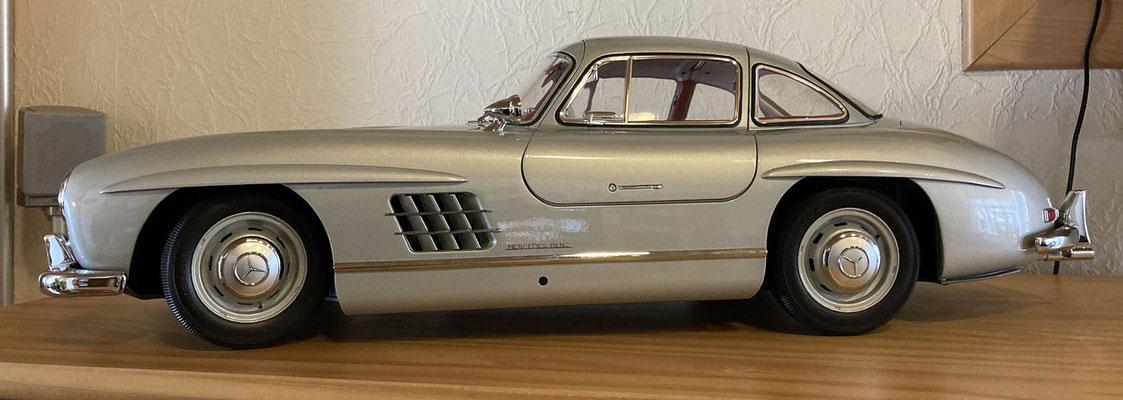 ... geschlossen von der Seite. Für mich ist der 300er SL das schönste jemals gebaute Auto.
