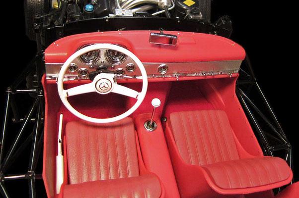 Wohl einer der begehrtesten Fahrerplätze der Nachkriegszeit. Der 300er SL war und ist ein absolutes Traumauto.