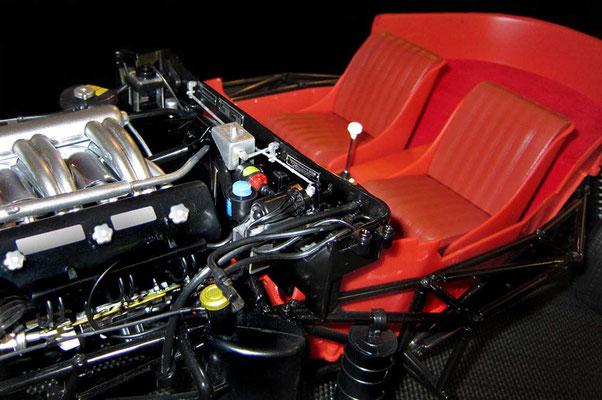 Noch mals Details aus dem Motorraum.
