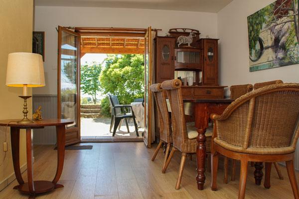 Salon-séjour donnant directement sur la terrasse