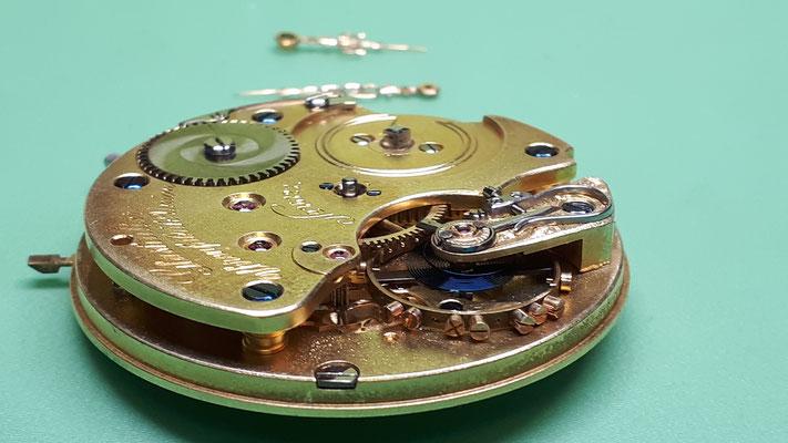 Nomos Uhrwerk Reparatur Uhrmacherwerkstatt im Schwarzwald in Elzach und Umgebung