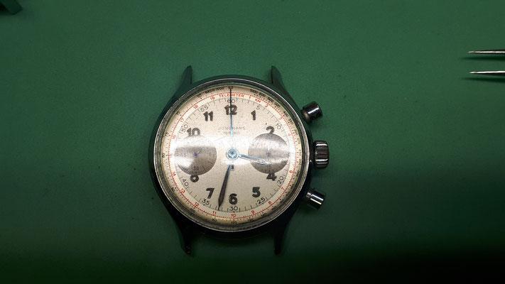 Vintage Chronograph Handaufzug Breitling Uhrwerk Zifferblatt Uhrmacherwerkstatt im Schwarzwald und Umgebung