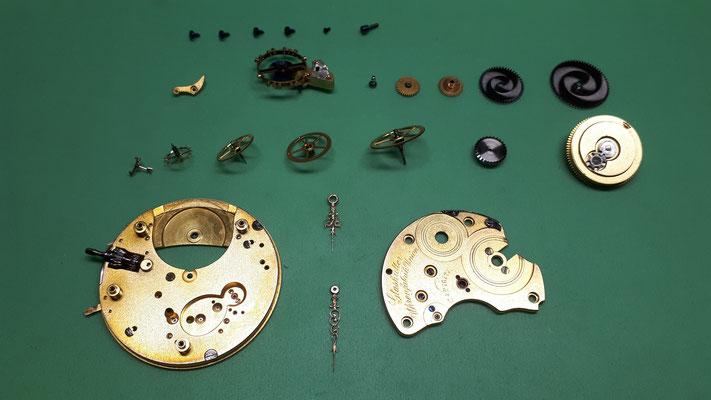 Nomos mechanisch Uhrwerk demontiert Uhrmacherwerkstatt im Schwarzwald in Elzach und Umgebung