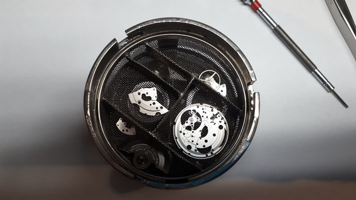 Reinigung Herrenarmbanduhr Werk Uhrmacherwerkstatt im Schwarzwald in Elzach und Umgebung