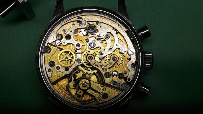 Vintage Chronograph Handaufzug Breitling Uhrwerk Uhrmacherwerkstatt im Schwarzwald und Umgebung