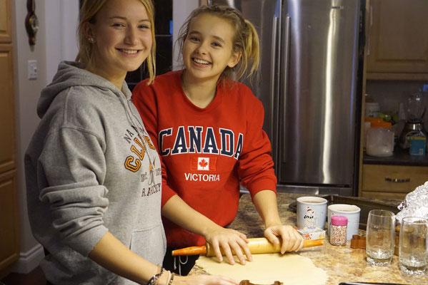 Janina lebt deutsche Tradition und backt Vanillekipferl für ihre Gastfamilie