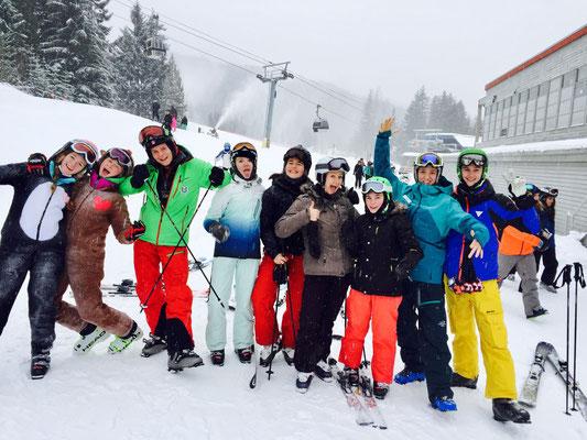 Die Schülergruppe hatte großen Spaß beim Skifahren in Whistlers berühmten Puderschnee