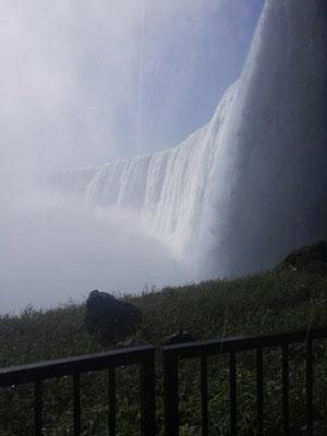 Die Niagarafälle sind die Wasserfälle des Niagara-Flusses an der Grenze zwischen dem US-amerikanischen Bundesstaat New York und der kanadischen Provinz Ontario