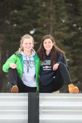 Gemeinsam mit Gastschwester Nathalie posiert Teresa während ihrem Trip nach Banff