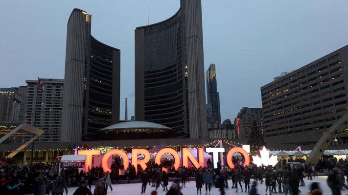 Toronto hat sich weihnachtlich herausgeputzt.